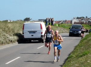 Dave Parsons approaching the finish at the 10k