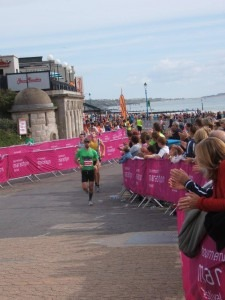 Paul Hill hydrates in his debut marathon