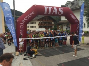 Start line of Dolomiti Sky Run - is that Jacek Cieluszecki with the white hat?