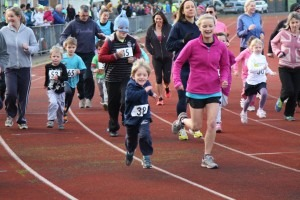 Gemma Bragg accompanies her 5 year old nephew on the 1.5k race at the Boscombe 10k event
