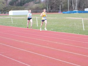 Joy Wright earning SAL points in the 800m at Ashdown