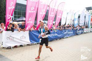 Jacek Cieluszecki finishing 7 Valleys 100k