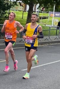 Ant Clark going well in the London Marathon